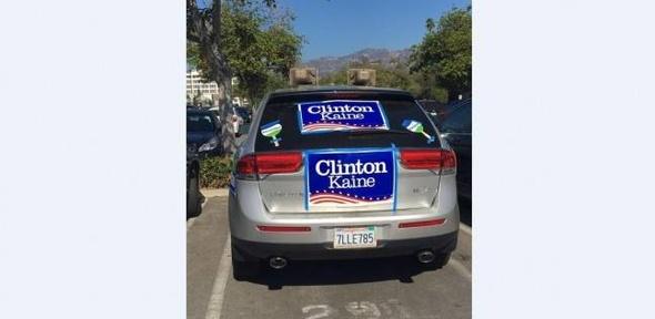 على طريقة المصريين.. سيارات بمكبرات صوت في أمريكا تدعو لانتخاب كلينتون
