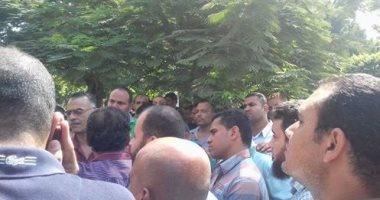 أهالى عدد من قرى المنيا ينظمون وقفة احتجاجية للمطالبة بإنشاء مطب صناعى