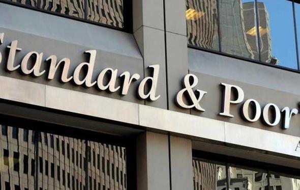 """""""ستاندرد أند بورز"""" تعدل نظرتها المستقبلية لديون مصر السيادية"""