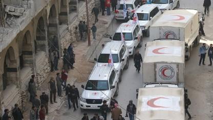 الصليب الأحمر: 13 شاحنة مساعدات إنسانية دخلت الغوطة الشرقية