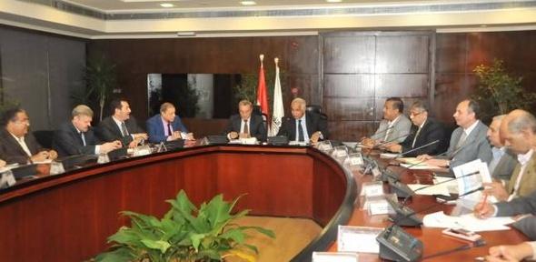 وزير النقل يبحث إزالة المعوقات لتشغيل خطوط ملاحية في ترعة الإسماعيلية