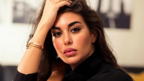 بـ قوام ممشوق وفستان جريء.. ياسمين صبري تتمسك باللون الأخضر فى مهرجان الجونة