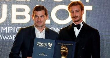 كاسياس يفوز بجائزة القدم الذهبية متفوقا على ميسي ورونالدو