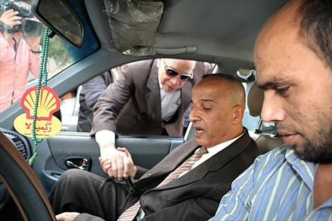 بالصور.. محافظ القاهرة يتابع التزام «التاكسي الأبيض» بالتعريفة الجديدة