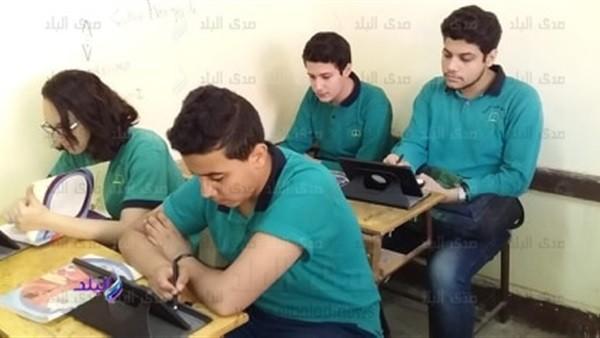 طالب في اولى ثانوي يطلب طلبا جريئا عبر فيس بوك من داخل لجنة الامتحان