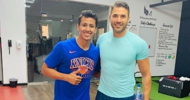 عمرو جمال ينشر صورة مع أحمد عز ويعلق: ملك أفلام الأكشن