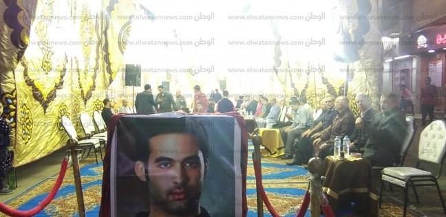 """بالصور.. عائلة هيثم زكي تتلقى العزاء في وفاته بالزقازيق.. وعمته: """"لحمنا ودمنا"""""""