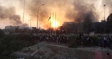 شاهد.. اللقطات الأولى لاحتراق القنصلية الإيرانية فى البصرة