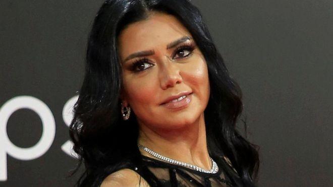 فيديو.. في أول ظهور لها بعد الهجوم عليها.. رانيا يوسف تعتذر للجمهور على الهواء