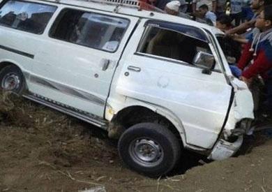مصرع 3 أشخاص وإصابة 7 آخرين في انقلاب سيارة بالغربية
