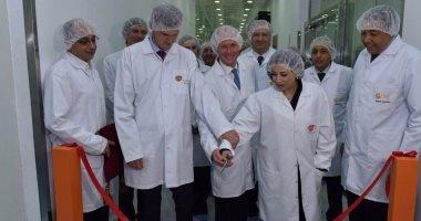 """وزيرة الاستثمار تفتتح خط انتاج لشركة """"جلاكسوسميث كلاين"""" البريطانية للأدوية"""