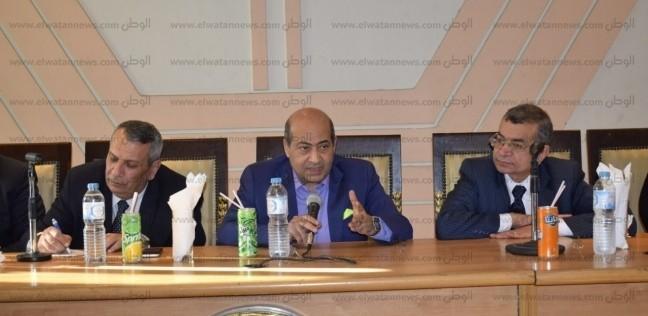 """الشناوي يهاجم عادل إمام: """"بيبوس الفنانات ومنع ابنته تمثل عشان متتباسش"""""""