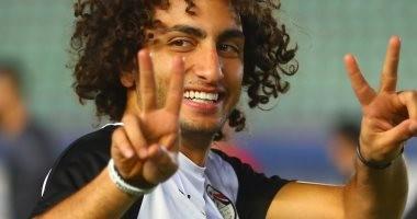 عمرو وردة يرفع علامة النصر ويشارك فى تدريب المنتخب استعدادا لأوغندا