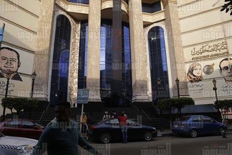 بالصور.. إسدال شارة سوداء على مبنى «الصحفيين» بعد الحكم على النقيب