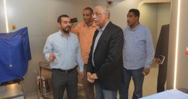 صور.. رئيس اتحاد الكرة السابق يزور مستشفى شفاء الأورمان للأورام بالأقصر