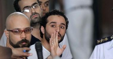 """تغريم أحمد دومة 10 آلاف جنيه فى إعادة محاكمته بقضية """"إهانة القضاء"""""""
