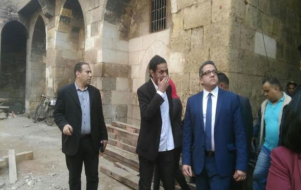 وزير الآثار: التجاوزات شوّهت شارع المعز