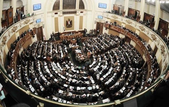 """عبد العال يرفع جلسة النواب بعد هجوم الأعضاء على """"إسماعيل"""""""