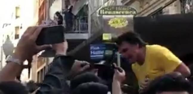 بالفيديو| مرشح اليمين المتطرف بالبرازيل يتعرض لطعن بسكين بين أنصاره