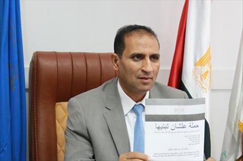 رئيس جامعة أسوان يوقع علي استمارة حملة علشان تبنيها