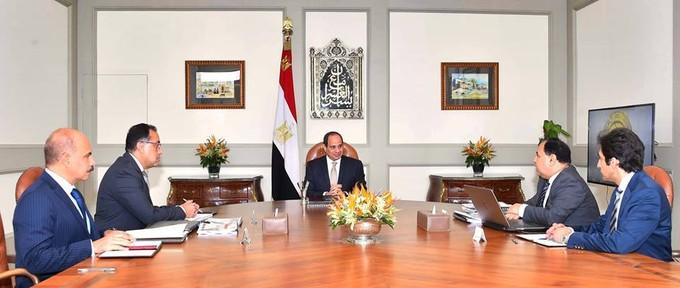 «السيسي» يجتمع برئيس الوزراء ووزير المالية لمتابعة مستجدات الإصلاح الاقتصادي