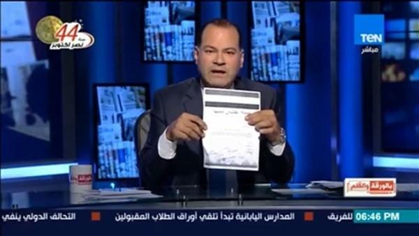 الديهي يوقع على الهواء لحملة «علشان تبنيها» لدعم ترشيح الرئيس السيسي لفترة ثانية.. فيديو