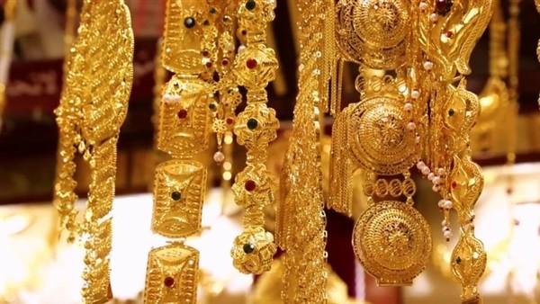 أسعار الذهب تتراجع بمستهل تعاملات اليوم