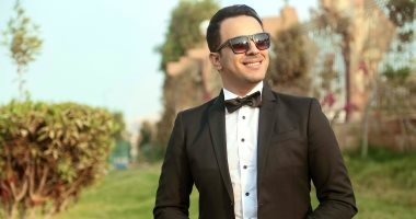 """بالفيديو.. هيثم نبيل يهدى زوجته أغنية """"أجمل يوم فى عمرى"""""""