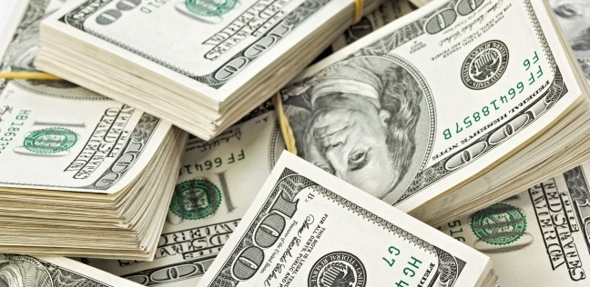 الدولار يستقر عقب تراجعه أمس في بداية تعاملات الأربعاء
