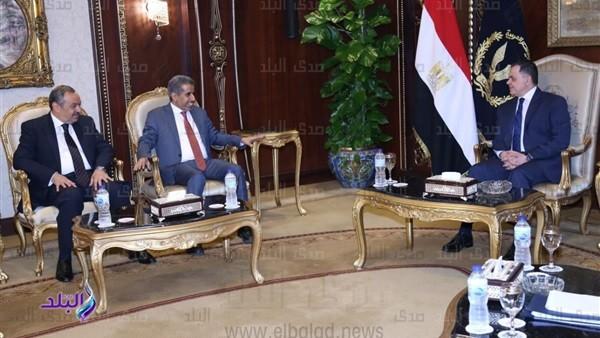 وزير الداخلية يستقبل أمين عام مجلس الوزراء العرب