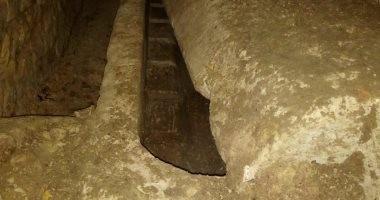 الآثار تعلن كشف مقبرة صخرية فى منطقة اللشت بالجيزة.. صور