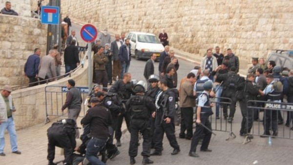 الاحتلال الإسرائيلي يغلق باب الأسباط بالقدس بحجة وجود جسم مشبوه
