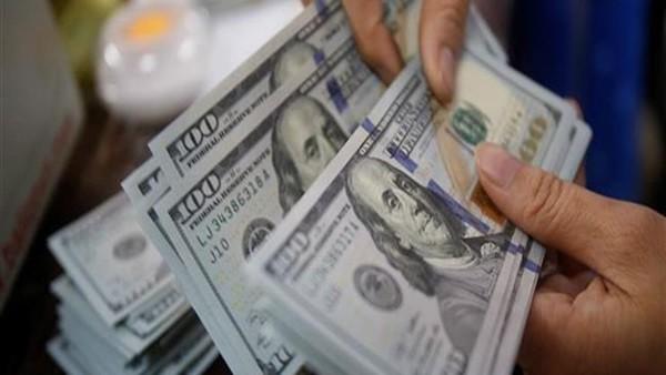الدولار يتراجع 10 قروش جديدة.. ويسجل 16.89 جنيه