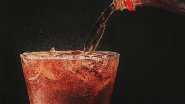الهشاشة والكوليسترول.. أساطير مغلوطة حرمتنا من تناول ألذ الأطعمة والمشروبات