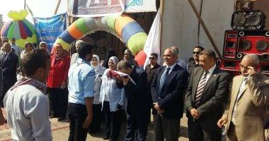 بالصور.. رئيس جامعة بنها يشارك طلاب التمريض فاعليات اليوم الرياضى