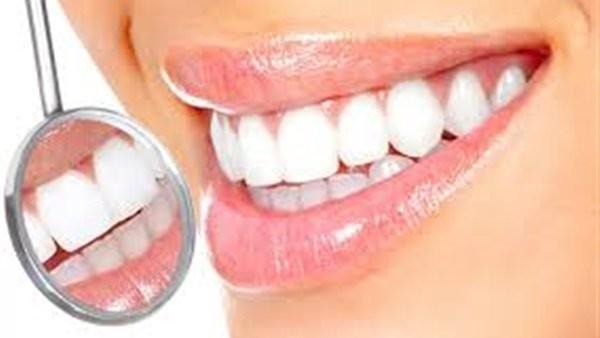 في دقيقتين.. طريقة سحرية لـ تبييض الأسنان