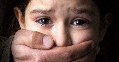 حبس متسول اغتصب طفلا وأكل جزءا من لسانه داخل مقابر حلوان 4 أيام
