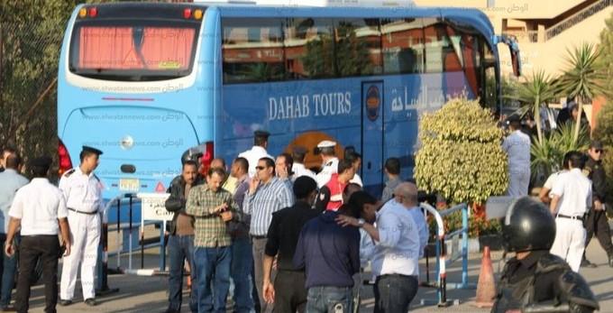 حافلة الأهلي تصل استاد السلام قبل مواجهة وادي دجلة