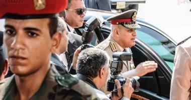وزير الدفاع يطمئن على مصابى العمليات من رجال القوات المسلحة