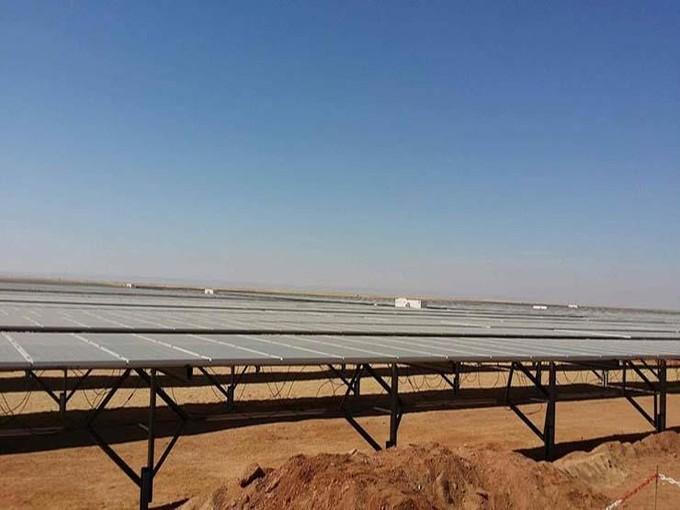 وفد البنك الأوربي يتفقد مشروع الطاقة الشمسية بأسوان