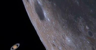 """مصور كورى يوثق ظاهرة """"ابتلاع"""" القمر لكوكب زحل لحظة بلحظة.. فيديو"""