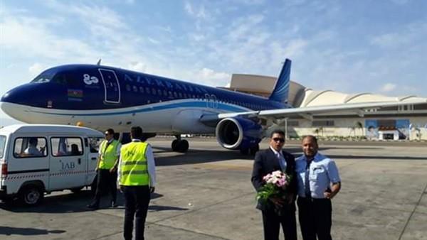 وصول الفوج السياحي الأول من أذربيجان لمطار شرم الشيخ.. صور