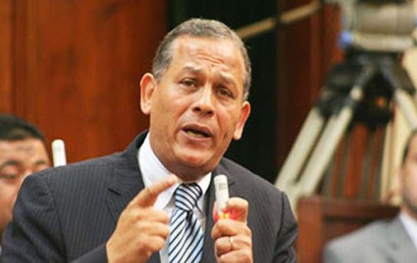 أنور السادات يوجه خطابًا شديد اللهجة لرئيس البرلمان