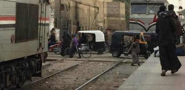 """""""السكة الحديد"""": سيارة نصف نقل تقتحم مزلقان بالمحلة الكبرى دون إصابات"""