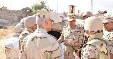 وزير الدفاع يتفقد القوات بشمال سيناء ويشيد بالروح القتالية لأبطال الجيش والشرطة
