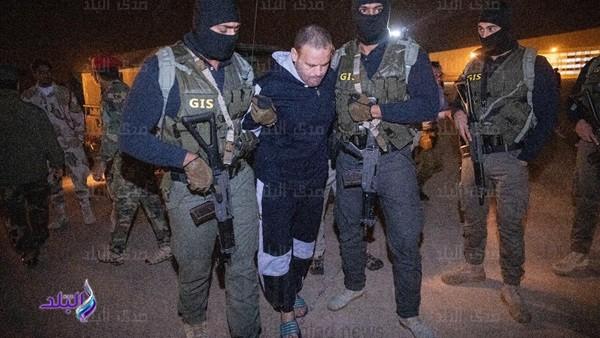 لحظة تسليم الإرهابي هشام عشماوي إلى المخابرات المصرية.. صور