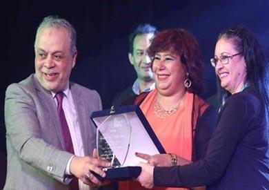 تكريم رئيس «الأوبرا» في حفل افتتاح مسرح معهد الفنون المسرحية