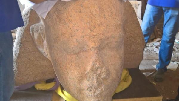 «الآثار»: المتحف المصري الكبير يستقبل رأس تمثال للملك سنوسرت الأول