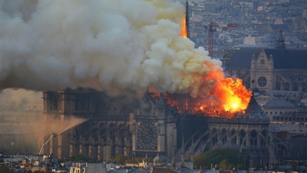 شاهد.. زاهي حواس يكشف عن سبب حريق كاتدرائية نوتردام بفرنسا