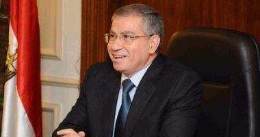 وزير التموين يناقش تقديم السلع التموينية من خلال نظام إلكترونى وتنقية البطاقات